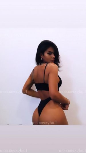 Savina escort girl